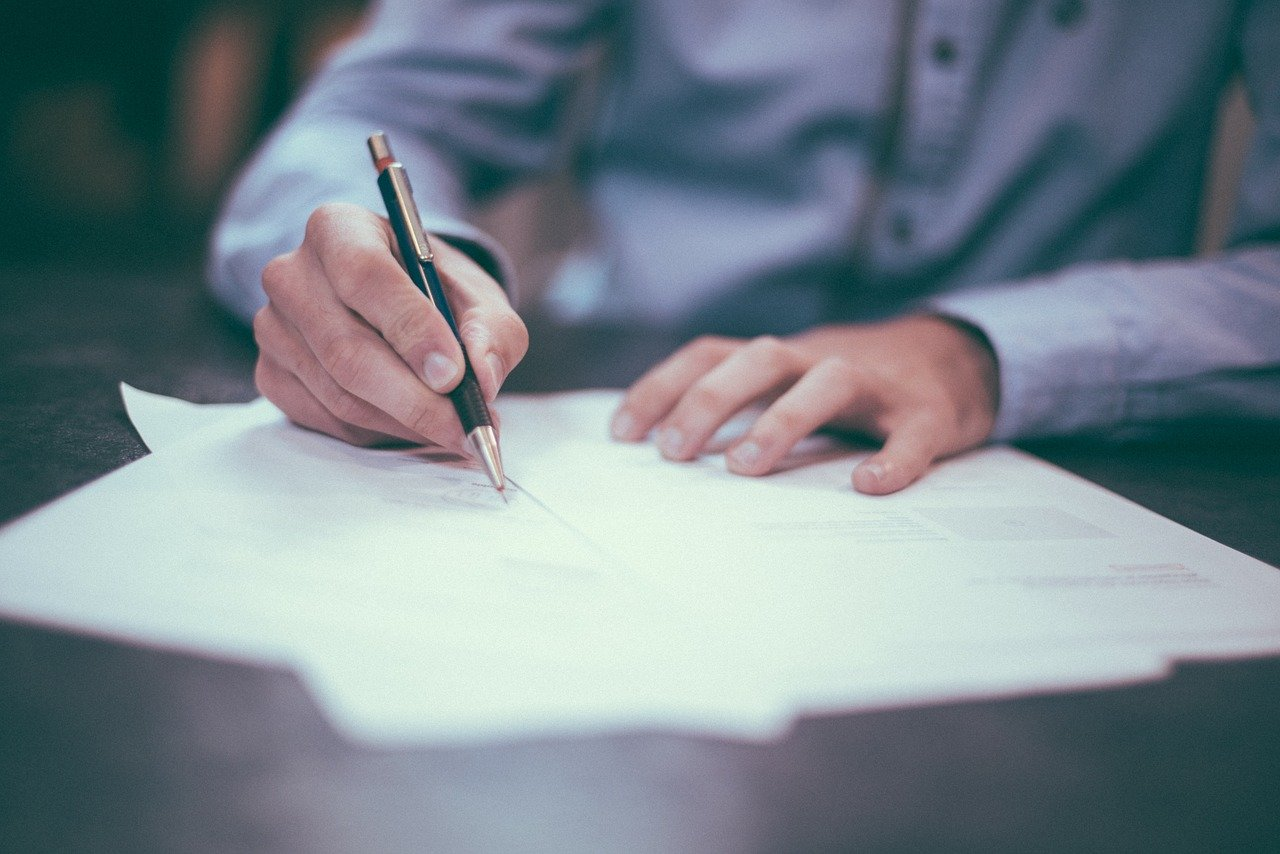 Medical associations sharply criticize fee-based contracts